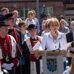 Bürgermeisterin Charlotte Britz und die Chevaliers Bretvins